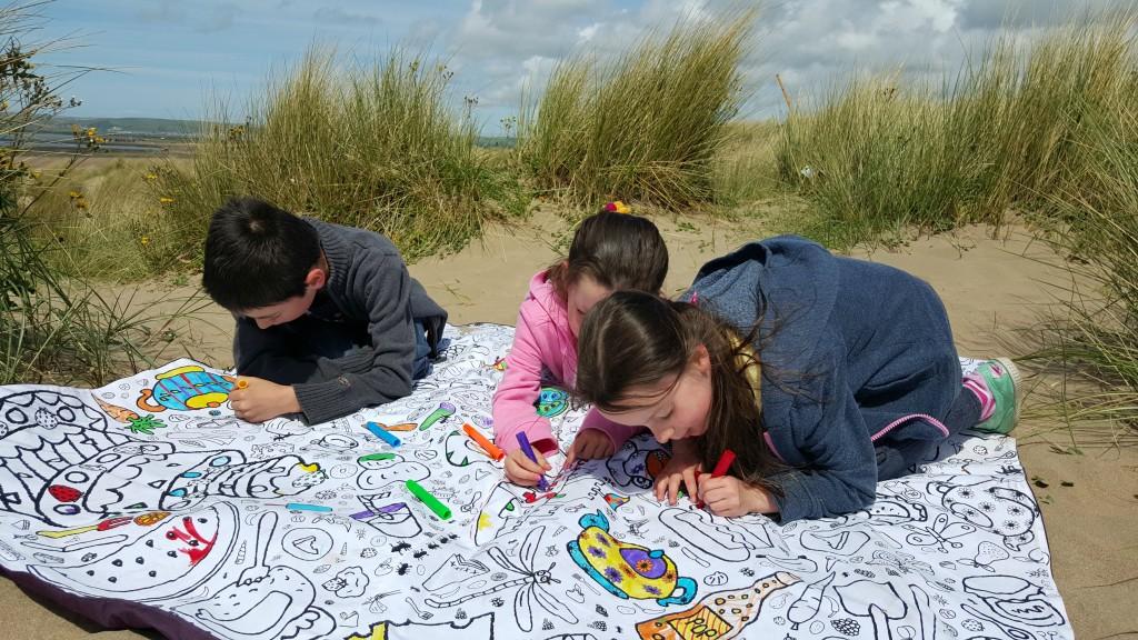eggnogg-colour-in-picnic-blanket