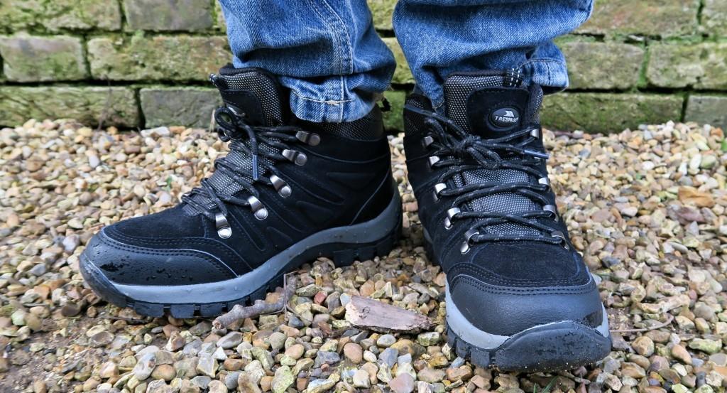 tresspass-walking-boots-1