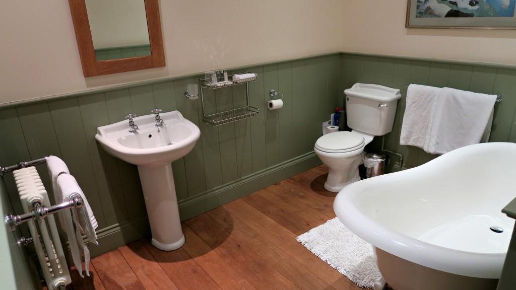 groves-barn-bathroom