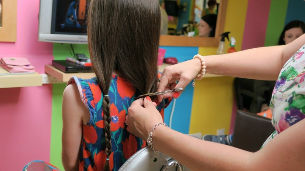 girls-hair-cutting