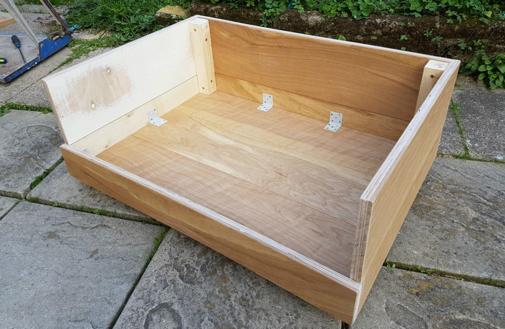 how-to-make-a-dog-bed-from-flooring-15