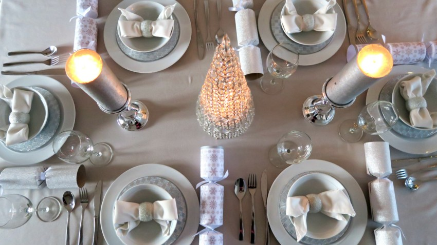 white-silver-christmas-table-10