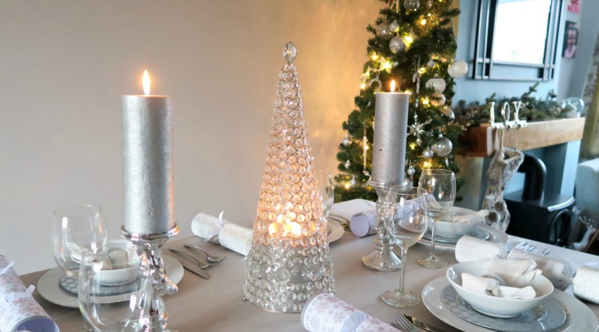 white-silver-christmas-table-11