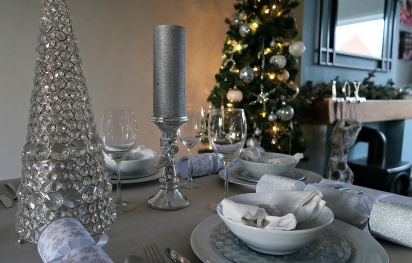 white-silver-christmas-table-3