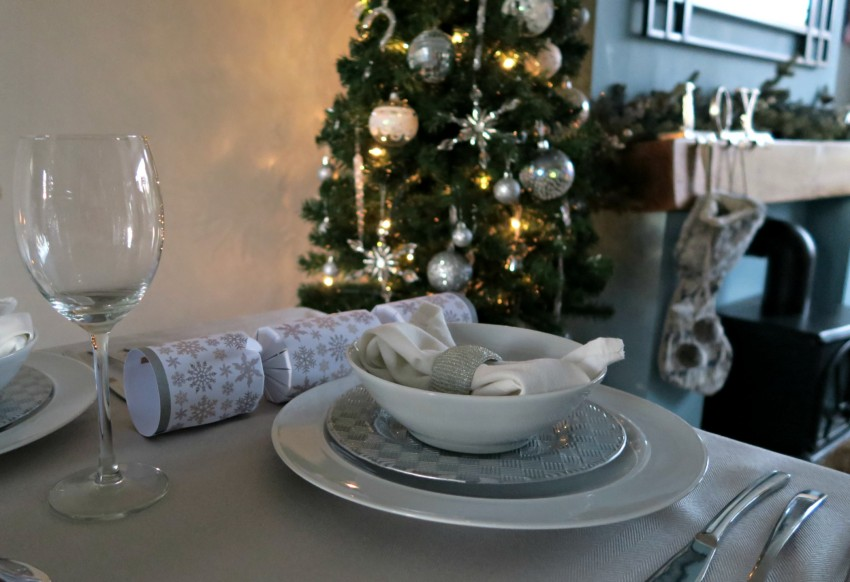white-silver-christmas-table-4