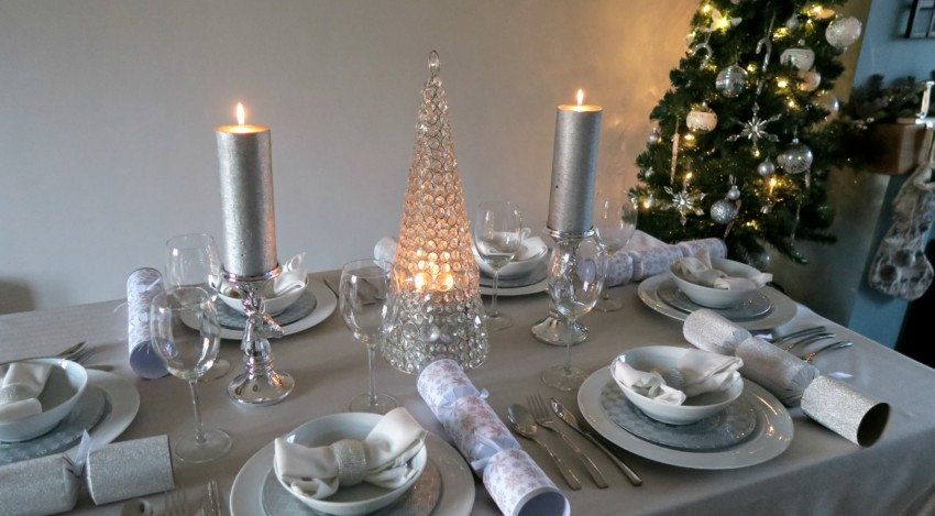 white-silver-christmas-table-8